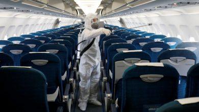 صورة عملية غسل الطائرات بأقوى مطهرات العالم لمكافحة فيروس الكورونا