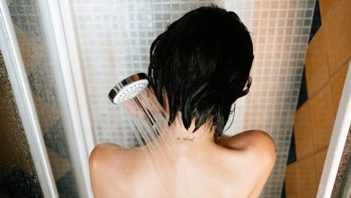 صورة ما الأفضل للصحة.. حمام الصباح أم المساء؟