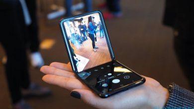 صورة تعرّف على هاتف سامسونغ Z Flip القابل للطي، الذي يمكن وضعه في الجيب بكل سهولة