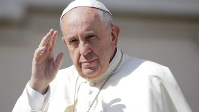 Photo of البابا فرنسيس يدعو لإلغاء ديون الدول ووقف إطلاق نار شامل