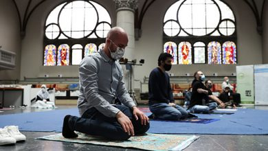Photo of بالصور | كنيسة ألمانية تستقبل المصلين لأداء آخر صلاة جمعة في شهر رمضان مع ضيق مساحة المسجد في ظل أزمة كورونا