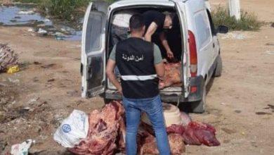 Photo of توقيف بائع لحوم أبقار نافقة في المصنع وختم ملحمته بالشمع الاحمر