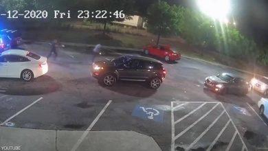 """Photo of """"فيديو قتل جديد"""" يصعق الأميركيين.. واستقالة رئيس الشرطة"""