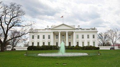 """Photo of هدد المتظاهرون البيت الأبيض.. فلجأ ترامب إلى """"المقر المحصن"""""""
