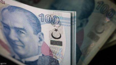 """صورة وسط شبح الأزمة.. """"فيتش"""" تخفض تصنيف تركيا الائتماني"""