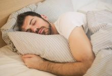 صورة هل للطعام وتوقيته تأثير على النوم؟.. خبراء يجيبون