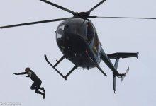 صورة فيديو المغامرة المجنونة.. قفز من الطائرة بلا مظلة