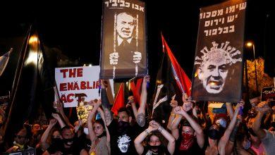 صورة تظاهرات ضد نتانياهو والنهج الذي يعتمده في التصدي لكورونا