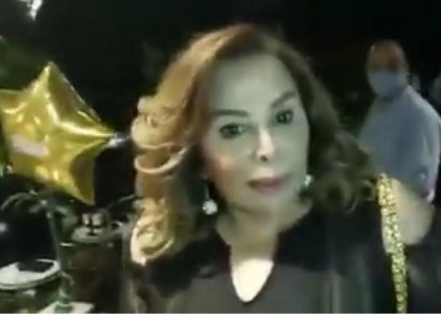 صورة بالفيديو   الثوار اقتحموا عيد ميلاد سيدة واتهموها بأنها طليقة رياض سلامة… ولا علاقة له بالأمر كله