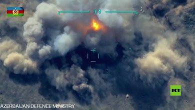 صورة لحظة تدمير جسر يربط بين أرمينيا وقره باغ من قبل سلاح الجو الأذربيجاني