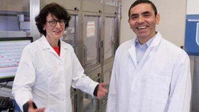 صورة زوجان طبيبان وراء لقاح «فايزر» المضاد لـ«كورونا»