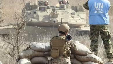صورة بالفيديو: جندي لبناني يشهر قذيفة b7 بوجه دبابة إسرائيلية عند الحدود