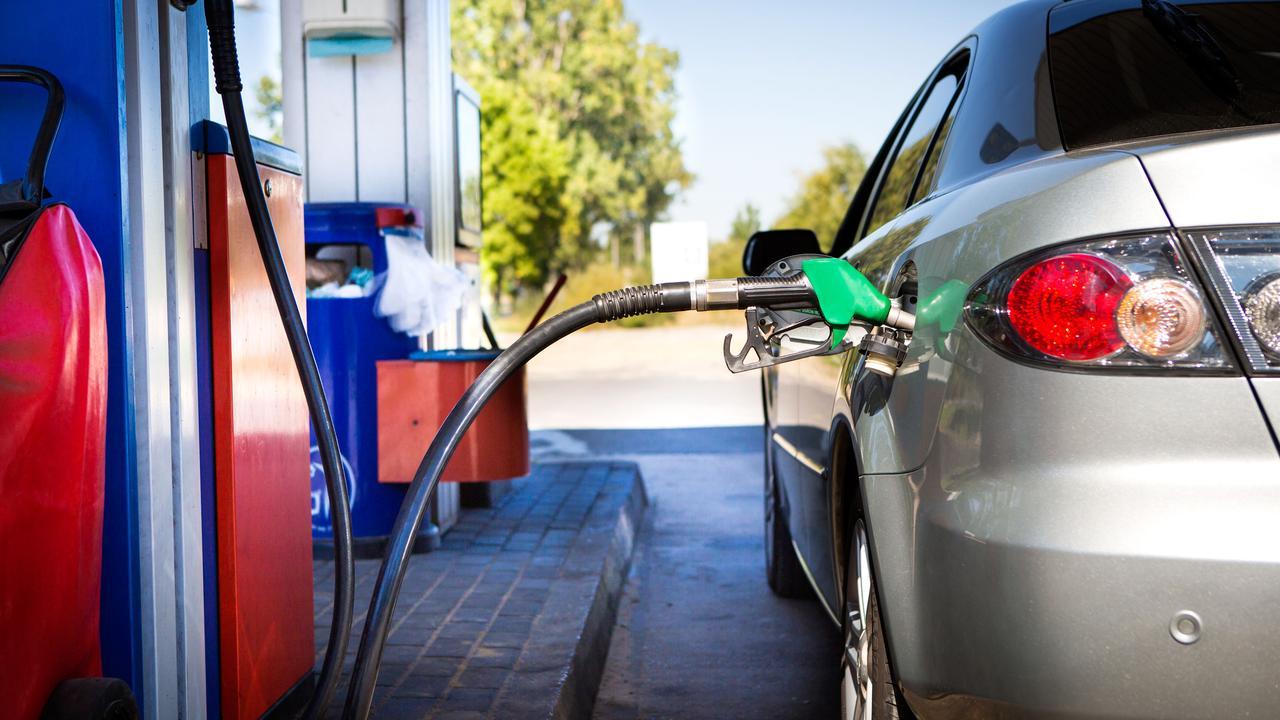 صورة لبنانيون يشكون استهلاك سياراتهم للوقود بكميات كبيرة… إليكم السبب